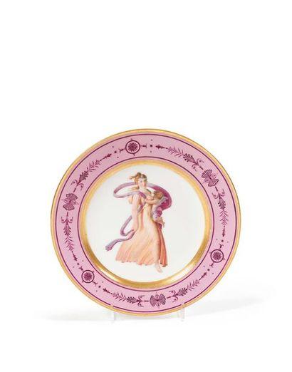 Sèvres Assiette en porcelaine à décor polychrome...