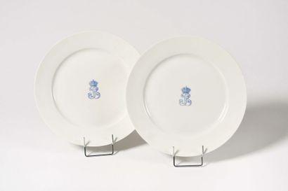 Paire d'assiettes en porcelaine de Sèvres...