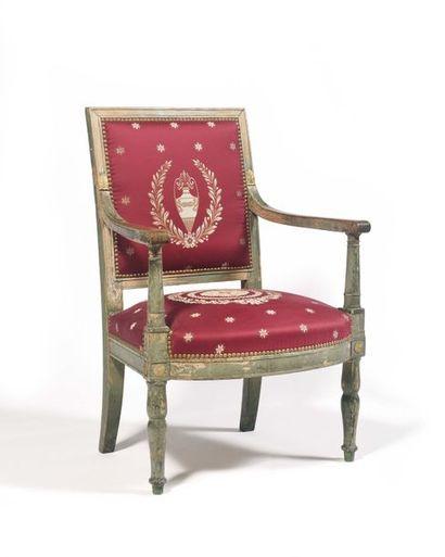 Rare fauteuil en bois partiellement laqué...