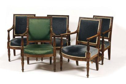 CHATEAU DE FONTAINEBLEAU Suite de cinq fauteuils...