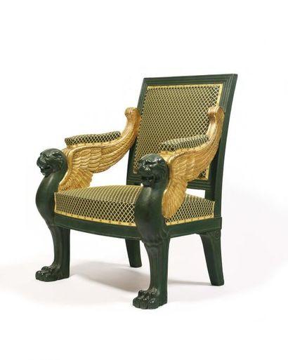Large fauteuil à dossier plat en bois mouluré...