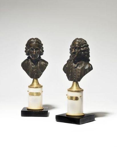 PAIRE DE BUSTES en bronze patiné représentant...