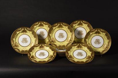 MINTON Suite de douze assiettes en porcelaine...