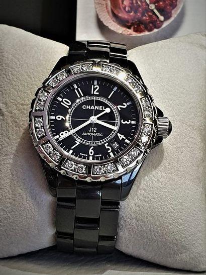 CHANEL J12, ref.H1174 vers 2006. Montre bracelet...