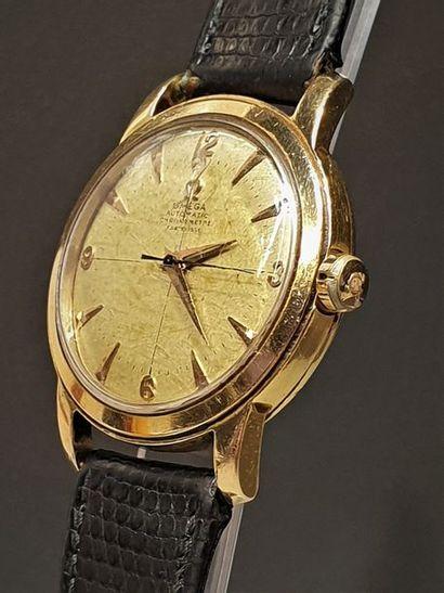 OMEGA vers 1950. Montre bracelet en or jaune...
