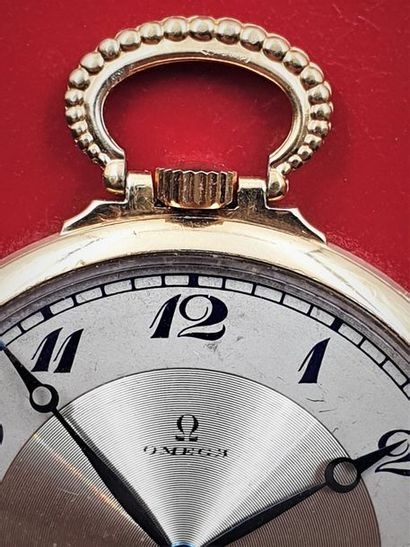 OMEGA extra-plate, vers 1940 Elégante montre de poche en or jaune 18 K. Boitier...