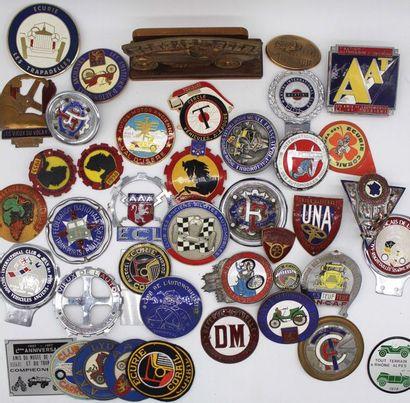 Badges, médailles et trophées de clubs ou...