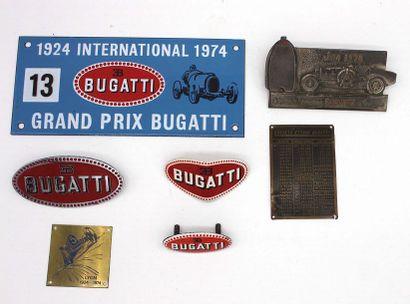 Memorabilia Bugatti  Trois badges de calandre...