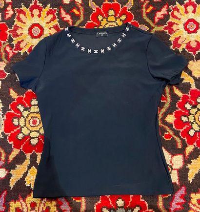 CHANEL T-shirt en matière licra col court...