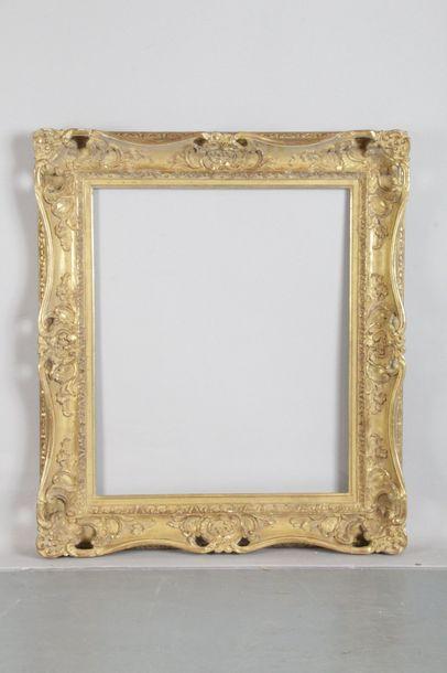 Cadre de style Louis XV en bois doré sculpté...