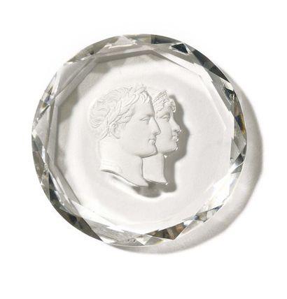 MANUFACTURE DE DIHL Médaille ronde en cristal...
