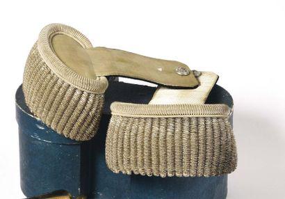 Paire d'épaulettes de colonel de la Garde...