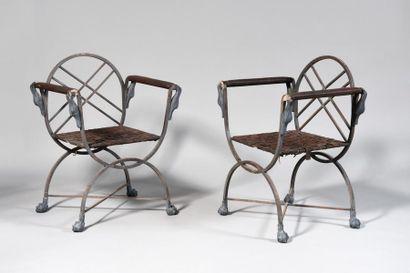 DANS LE GOÛT D'ANDRÉ ARBUS Paire de fauteuils...