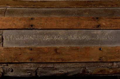 Importante malle de voyage de la suite de la Reine Marie-Antoinette. En bois, garni...
