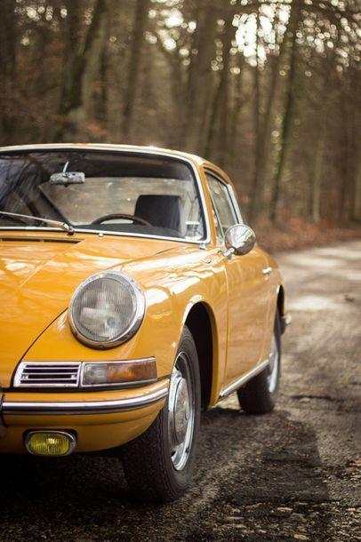 """1965 PORSCHE 911 2,0 """"SWB"""" Numéro de série 300601 - Moteur 901/01-1026-901126  L'une..."""