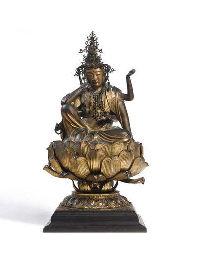 Japon Grande figurine du panthéon bouddhiste japonais incarnant la déesse Kannon...