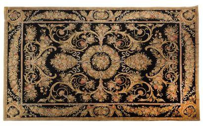 Exceptionnelle et important tapis de style...