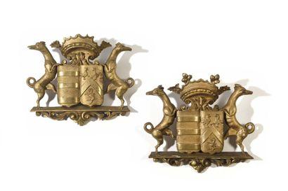 Deux éléments de décor en bois doré figurant...