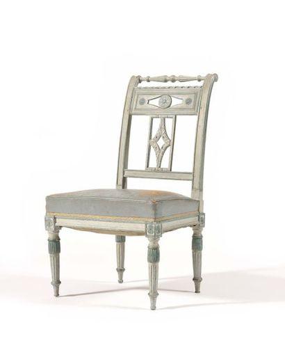Petite chaise en bois laqué bleu à dossier...