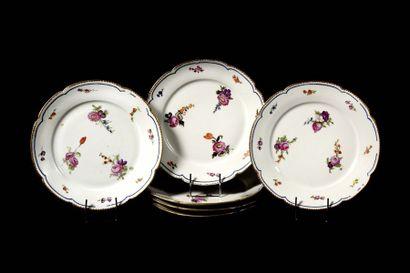 LIMOGES Six assiettes en porcelaine à bord...