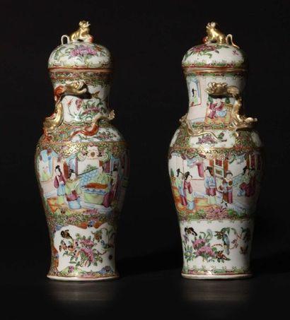 Canton Paire de vases couverts de forme balustre...