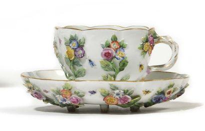 Meissen Tasse et sa soucoupe en porcelaine...