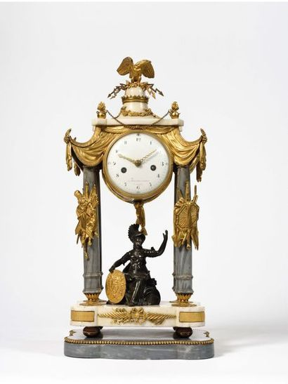 Pendule en bronze doré et marbre blanc représentant...