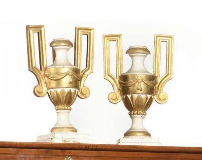 Paire de vases d'ornement en applique, en...