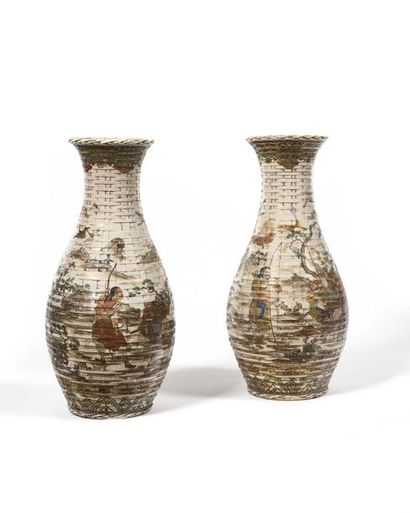 Japon (Satsuma) Paire de vases de forme balustre...