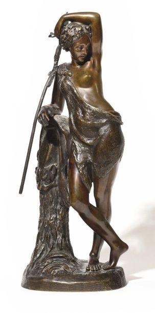 Figure de bacchante en bronze à patine brune...