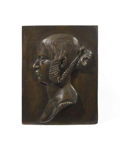 Relief en bronze à patine brune de forme...