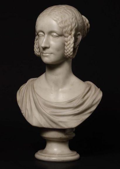 Buste de femme en marbre blanc dans le goût...