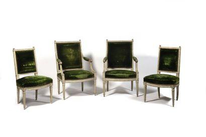 Suite de deux fauteuils et deux chaises en...