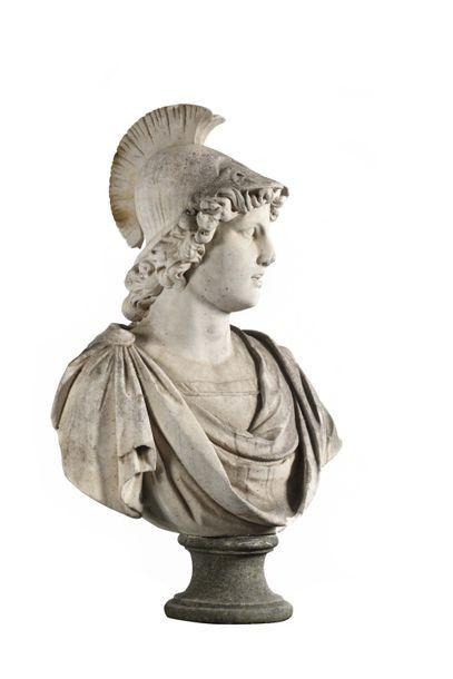 Buste en marbre blanc représentant Minerve d'après l'Antique dans le goût du Grand...