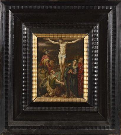 Ecole FLAMANDE vers 1630 La Crucifixion entre...