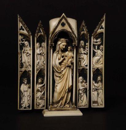 Polyptique en ivoire sculpté avec rehauts...