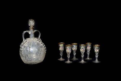 Carafe en verre gravé dans le goût de Venise,...