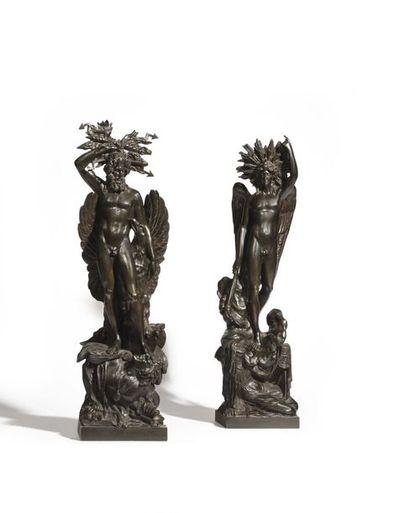 Importante paire de groupes en bronze à patine brune représentant la Raison (sous...