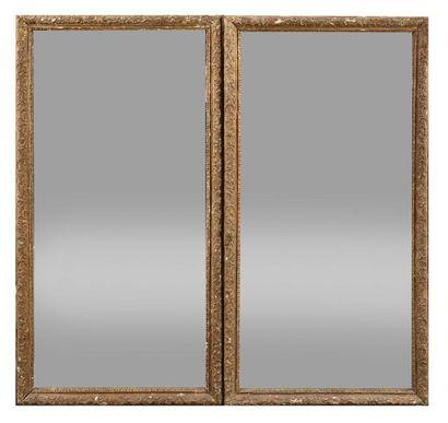 Deux miroirs en bois sculpté et doré, à décor...