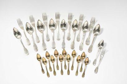 Huit cuillers et sept fourchettes de table,...