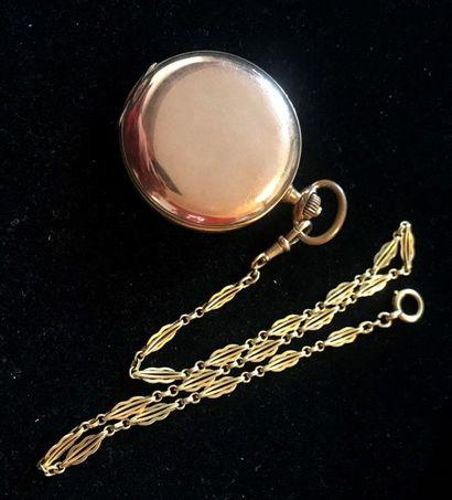MONTRE A GOUSSET en métal doré et chaine en or. Poids de la chaine: 21.1 g