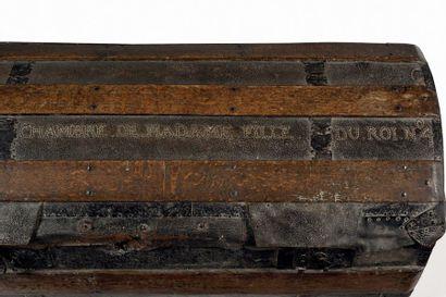 Malle de la Chambre de Madame Fille du Roi n°4.  En bois, garni de cuir, à couvercle...