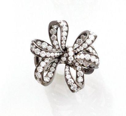 """BAGUE noeud dite """"falbala"""", en or gris palladié black rodhiage et diamants. Diamants..."""