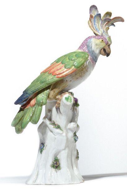 Meissen (genre de) Deux perroquets en porcelaine...