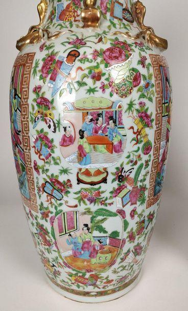 CHINE Paire de grands vases balustres en...