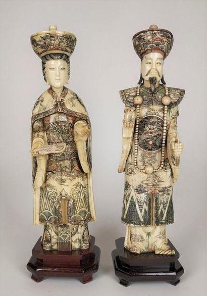 CHINE Couple de dignitaires Paire de grands...