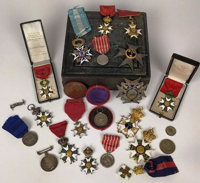 Importante COLLECTION de médailles, ordres...
