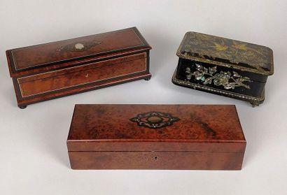 Trois BOITES A GANTS en bois noirci et loupe....