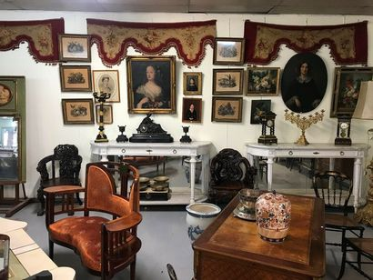 Overall picture : Silverware, chest of drawers, desk, armchair, crystal chandelier,...