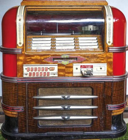 """Jukebox """"Countertop"""" de la marque Wurlitzer type 61 de 1938. Posé sur le comptoir..."""